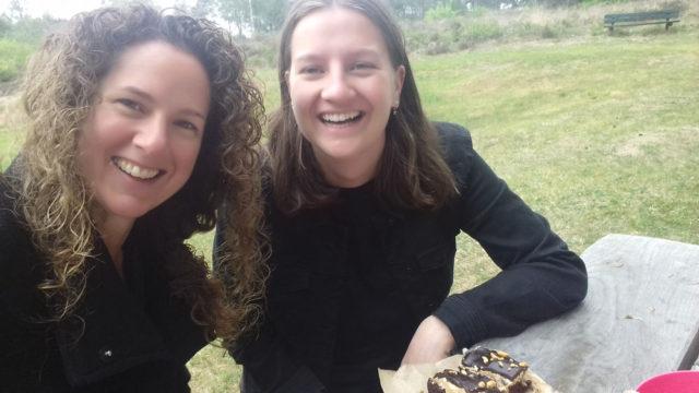 Samen vegan taart eten :) (foto)