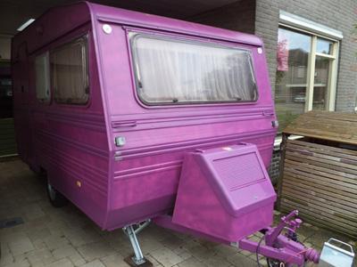 Paarse caravan