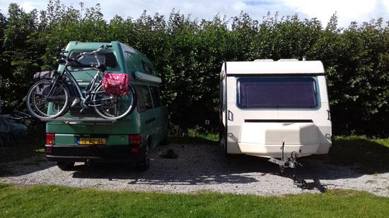 Saampjes op de camping met ieder z'n eigen (sleur)hutje